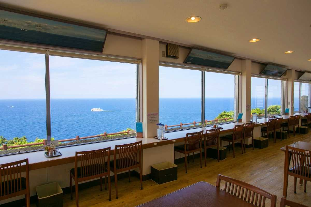 海景色が自慢の灯台カフェへ! 今なら漁り火を眺める絶景イベントも